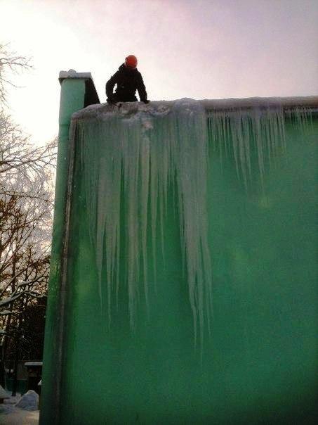 Очистка кровли от снега в новокузнецке